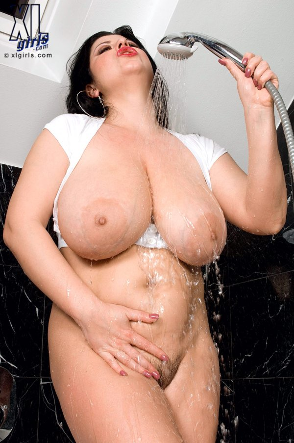 enormour tits shower