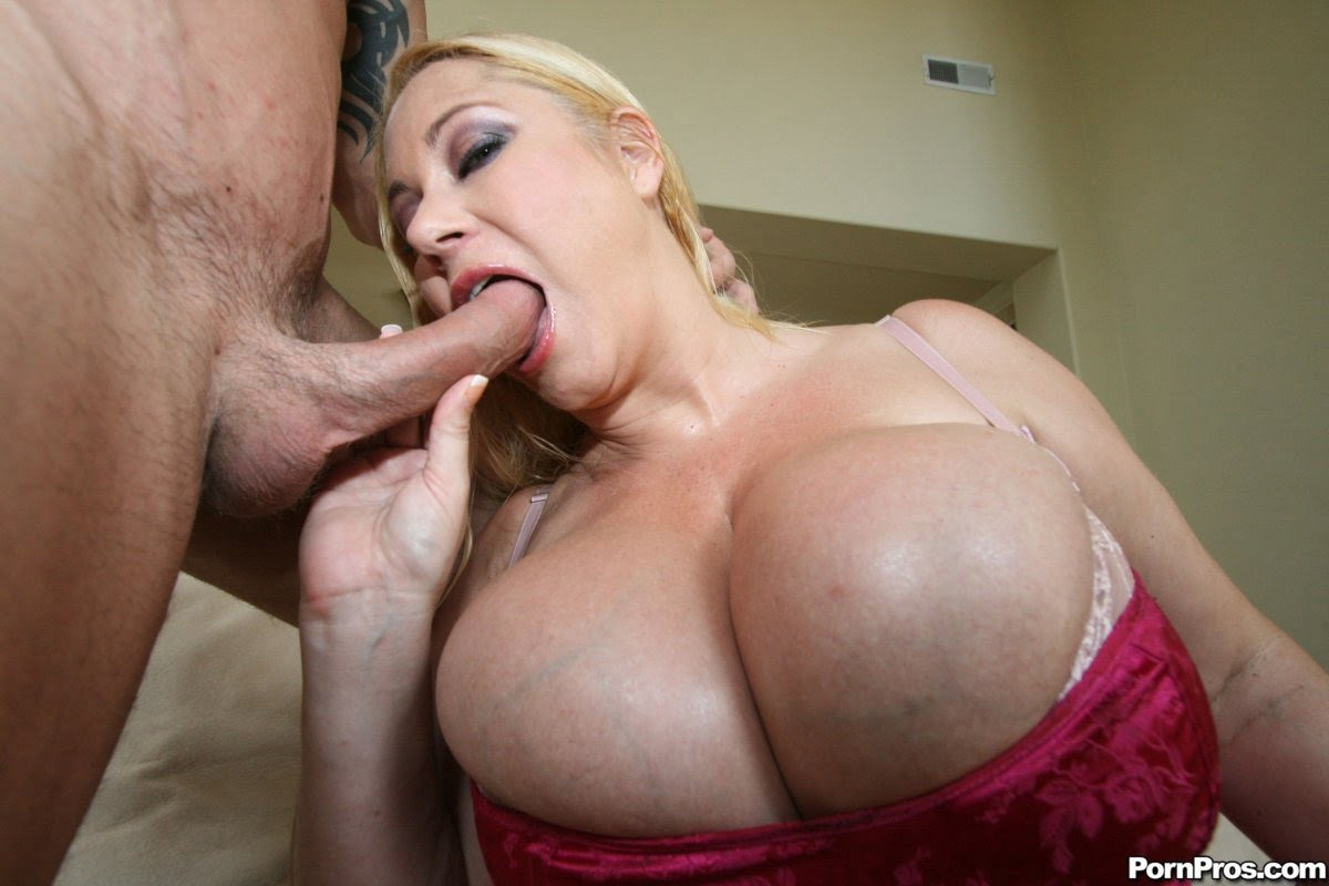 Teen giving sloppy blow job